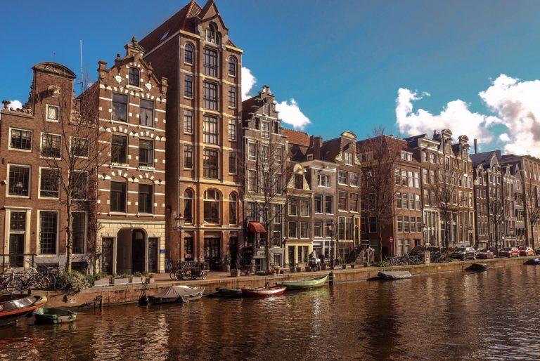 amsterdam-4045137_1920