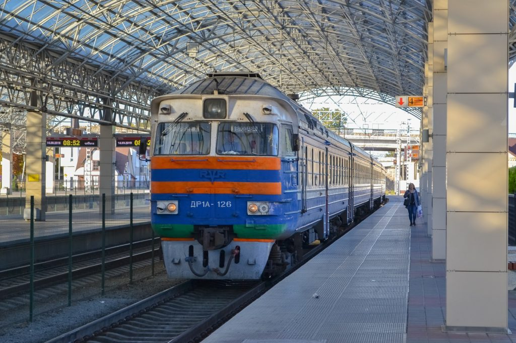 train-4681680_1920